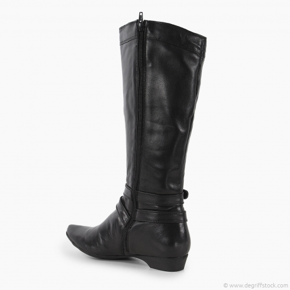 Grosses bottines de fille blanche